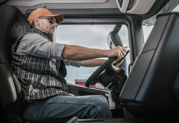 trucker-driving-cdl-license-insurance
